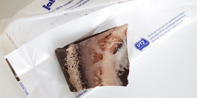 Ein Foto einer ziemlich mitgenommenen Pro Planet Schokoladentafel …
